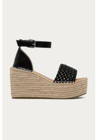 Czarne sandały Answear Lab na klamry, wakacyjne