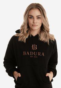 Born2be - Czarna Bluza Badura Phiothilei. Typ kołnierza: kaptur. Kolor: czarny. Materiał: bawełna, elastan. Długość: długie. Wzór: haft. Styl: sportowy, klasyczny