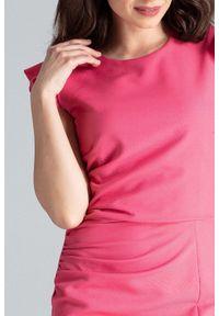 Lenitif - Koktajlowa sukienka midi z rozcięciem z przodu koralowa. Okazja: na wesele, na ślub cywilny. Kolor: pomarańczowy. Materiał: tkanina. Długość rękawa: bez rękawów. Typ sukienki: ołówkowe. Styl: wizytowy. Długość: midi