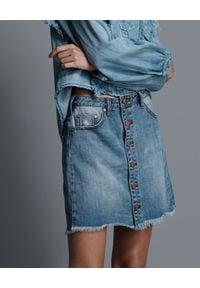 ONETEASPOON - Jeansowa spódnica z guzikami. Stan: podwyższony. Kolor: niebieski. Materiał: jeans. Wzór: aplikacja. Styl: klasyczny