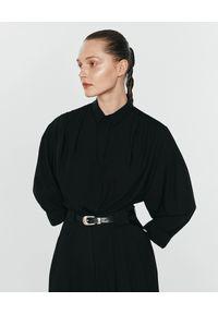 ANIA KUCZYŃSKA - Czarna bawełniana koszula z marszczeniami Venus. Typ kołnierza: kołnierzyk klasyczny. Kolor: czarny. Materiał: bawełna. Styl: klasyczny