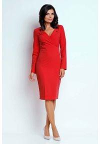 Nommo - Czerwona Wizytowa Dopasowana Sukienka z Guzikami przy Dekolcie. Kolor: czerwony. Materiał: wiskoza, poliester. Styl: wizytowy