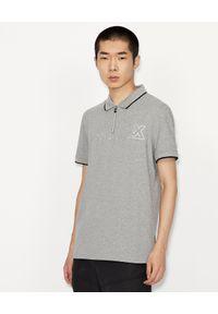 Armani Exchange - ARMANI EXCHANGE - Szara koszulka polo. Typ kołnierza: polo. Kolor: szary. Materiał: bawełna, elastan. Wzór: nadruk. Styl: klasyczny