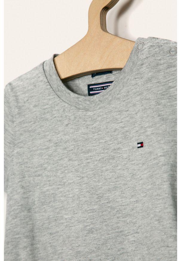 Szary t-shirt TOMMY HILFIGER na co dzień, z okrągłym kołnierzem, casualowy