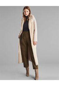 YVES SALOMON PARIS - Beżowy płaszcz z kożuchem. Kolor: beżowy. Materiał: kaszmir, materiał. Długość rękawa: długi rękaw. Długość: długie. Sezon: jesień. Styl: klasyczny