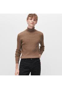 Beżowy sweter Reserved z golfem