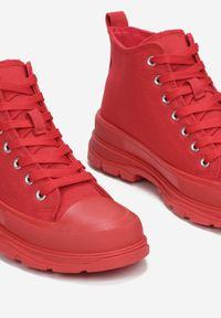 Czerwone trampki Renee