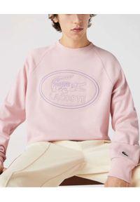 Lacoste - LACOSTE - Różowa bluza z haftowanym logo. Kolor: wielokolorowy, fioletowy, różowy. Materiał: jeans, bawełna, polar. Długość rękawa: raglanowy rękaw. Wzór: haft. Sezon: wiosna, lato. Styl: vintage