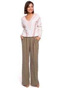 Różowy sweter oversize MOE w geometryczne wzory