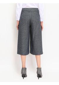 TOP SECRET - Spodnie 3/4 damskie luźne. Okazja: do pracy. Kolor: niebieski