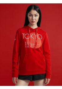 4f - Bluza damska z kolekcji kibica FROM PAST TO FUTURE. Kolor: czerwony. Materiał: dzianina. Wzór: nadruk