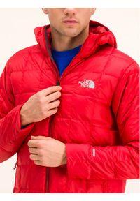 Czerwona kurtka puchowa The North Face