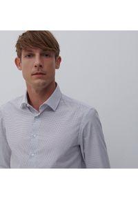 Reserved - Koszula slim fit w groszki - Biały. Kolor: biały. Wzór: grochy