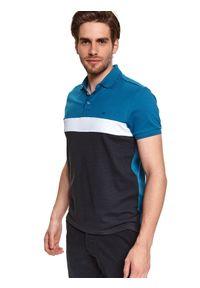 TOP SECRET - T-shirt polo strukturalny. Okazja: do pracy, na co dzień. Typ kołnierza: polo. Kolor: niebieski. Materiał: bawełna, tkanina. Długość rękawa: krótki rękaw. Długość: krótkie. Sezon: lato. Styl: casual