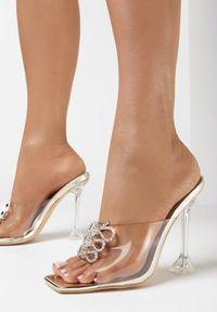 Born2be - Złote Klapki Gallaell. Nosek buta: otwarty. Kolor: złoty. Obcas: na obcasie. Wysokość obcasa: średni