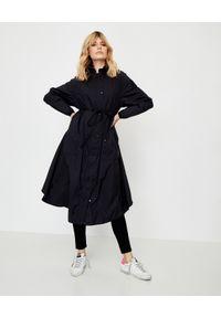 MONCLER - Czarny płaszcz Lin. Kolor: czarny. Materiał: jeans, materiał. Długość rękawa: długi rękaw. Długość: długie. Wzór: aplikacja. Styl: klasyczny, elegancki