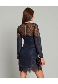SELF PORTRAIT - Granatowa sukienka z koronką. Okazja: na ślub cywilny, na wesele, na imprezę. Kolor: czarny. Materiał: koronka. Długość rękawa: długi rękaw. Wzór: koronka. Styl: wizytowy, elegancki. Długość: mini