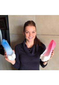 Baleriny Sca'viola 870 Blue, Niebieski/Biały, Silikon. Nosek buta: otwarty. Kolor: niebieski. Materiał: tworzywo sztuczne. Wzór: aplikacja. Sezon: lato. Obcas: na obcasie. Styl: elegancki. Wysokość obcasa: średni