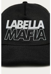 Czarna czapka z daszkiem LABELLAMAFIA z aplikacjami