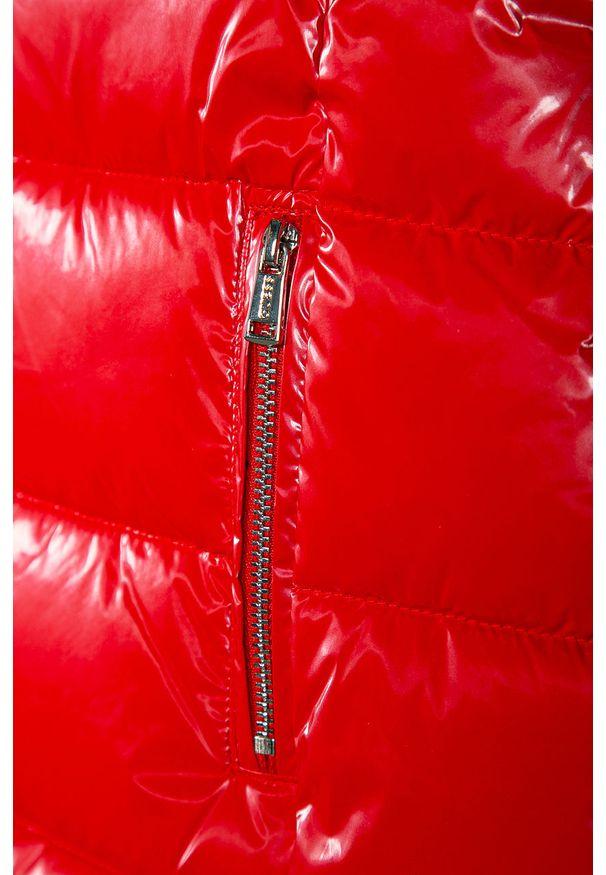 Czerwona kurtka Guess Jeans na co dzień, z kapturem