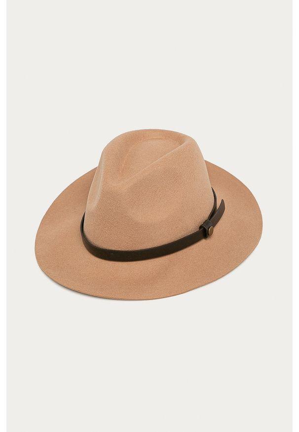 Beżowy kapelusz medicine