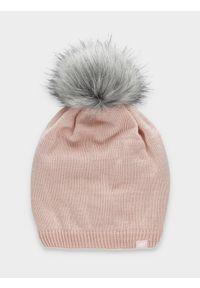 Różowa czapka 4f