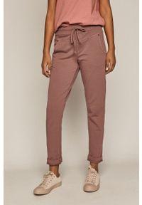 Różowe spodnie dresowe medicine gładkie