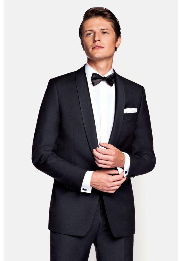 Lancerto - Marynarka Czarna Smoking. Okazja: na wesele, na ślub cywilny, na imprezę. Kolor: czarny. Materiał: skóra, wełna, tkanina, lakier, poliester. Wzór: gładki. Styl: wizytowy, elegancki