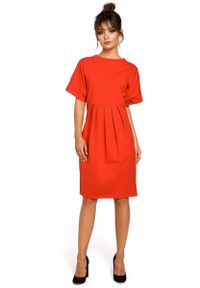 MOE - Czerwona Sukienka Dresowa z Zakładkami. Kolor: czerwony. Materiał: dresówka