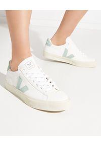 Veja - VEJA - Sneakersy Campo Matcha. Kolor: biały. Materiał: bawełna, zamsz, materiał, guma. Szerokość cholewki: normalna. Wzór: aplikacja