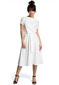BE - Rozkloszowana sukienka MIDI z paskiem w talii. Materiał: bawełna, elastan. Typ sukienki: rozkloszowane. Długość: midi