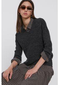 only - Only - Sweter. Kolor: szary. Materiał: dzianina. Długość rękawa: długi rękaw. Długość: długie