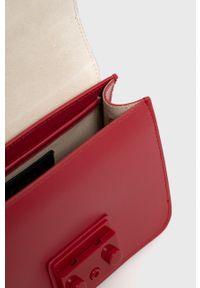 Furla - Torebka skórzana Metropolis. Kolor: czerwony. Materiał: skórzane. Rodzaj torebki: na ramię