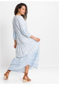 Długa sukienka bonprix biało-jasnoniebieski w graficzny wzór. Kolor: biały. Długość: maxi