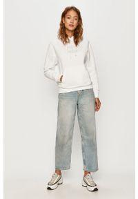 Biała bluza Tommy Jeans z aplikacjami, na co dzień