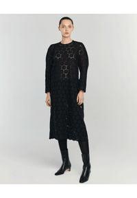 ANIA KUCZYŃSKA - Sukienka z bawełnianej koronki Modesta. Okazja: na co dzień. Kolor: czarny. Materiał: koronka, bawełna. Wzór: koronka. Typ sukienki: proste. Styl: elegancki, casual. Długość: midi