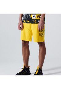 Cropp - Sportowe szorty z nadrukiem - Żółty. Kolor: żółty. Wzór: nadruk. Styl: sportowy