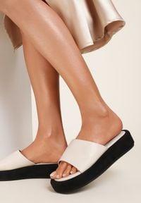 Renee - Beżowe Klapki Predelig. Nosek buta: otwarty. Kolor: beżowy. Wzór: gładki. Obcas: na platformie