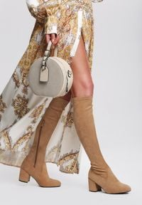 Renee - Beżowe Kozaki Pyrmont. Nosek buta: okrągły. Zapięcie: zamek. Kolor: beżowy. Szerokość cholewki: normalna. Wzór: aplikacja. Sezon: jesień, zima. Obcas: na słupku