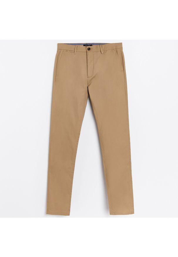 Beżowe spodnie Reserved