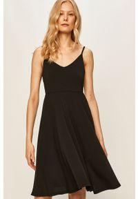 Czarna sukienka Vila prosta, na co dzień, casualowa, na ramiączkach