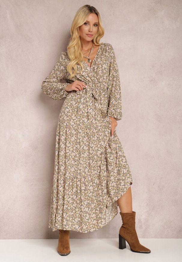Renee - Beżowa Sukienka Thesena. Kolor: beżowy. Materiał: tkanina, materiał. Długość rękawa: długi rękaw. Wzór: kwiaty, aplikacja, nadruk. Typ sukienki: kopertowe, dopasowane. Długość: maxi