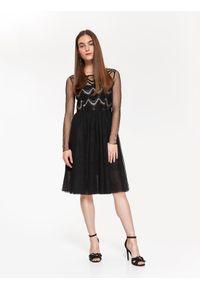 Czarna sukienka TOP SECRET w koronkowe wzory, elegancka