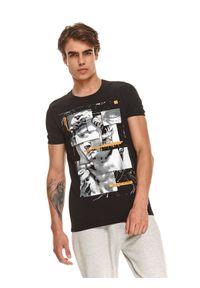 TOP SECRET - T-shirt z nadrukiem. Kolor: czarny. Materiał: dzianina. Długość rękawa: krótki rękaw. Długość: krótkie. Wzór: nadruk. Sezon: jesień. Styl: klasyczny