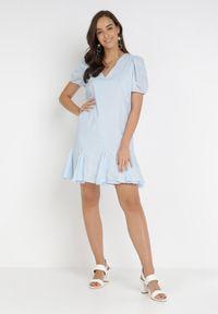 Born2be - Jasnoniebieska Sukienka Nepherope. Typ kołnierza: dekolt w serek. Kolor: niebieski. Materiał: tkanina. Wzór: haft. Długość: mini