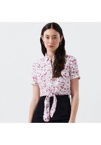 Cropp - Wzorzysta koszula z wiązaniem - Biały. Kolor: biały