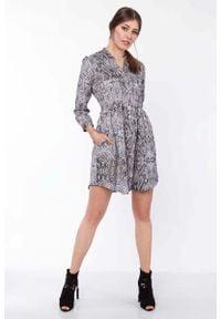Lanti - Krótka Koszulowa Sukienka w Wężowy Deseń. Materiał: poliester. Wzór: kwiaty. Typ sukienki: koszulowe. Długość: mini