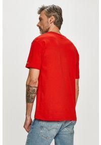 Tommy Jeans - T-shirt. Okazja: na co dzień. Kolor: czerwony. Materiał: dzianina. Wzór: gładki. Styl: casual
