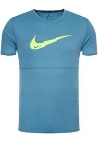 Zielona koszulka sportowa Nike do biegania