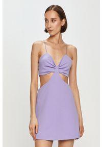 Pepe Jeans - Sukienka Isabella x Dua Lipa. Kolor: fioletowy. Materiał: tkanina. Długość rękawa: na ramiączkach. Wzór: gładki. Typ sukienki: rozkloszowane